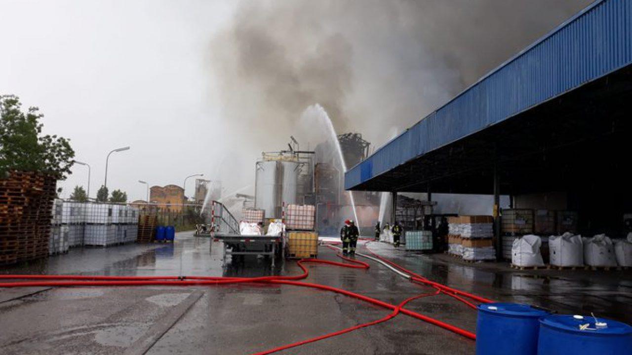 MARGHERA, stabilimento in fiamme: paura per la dispersione di ...