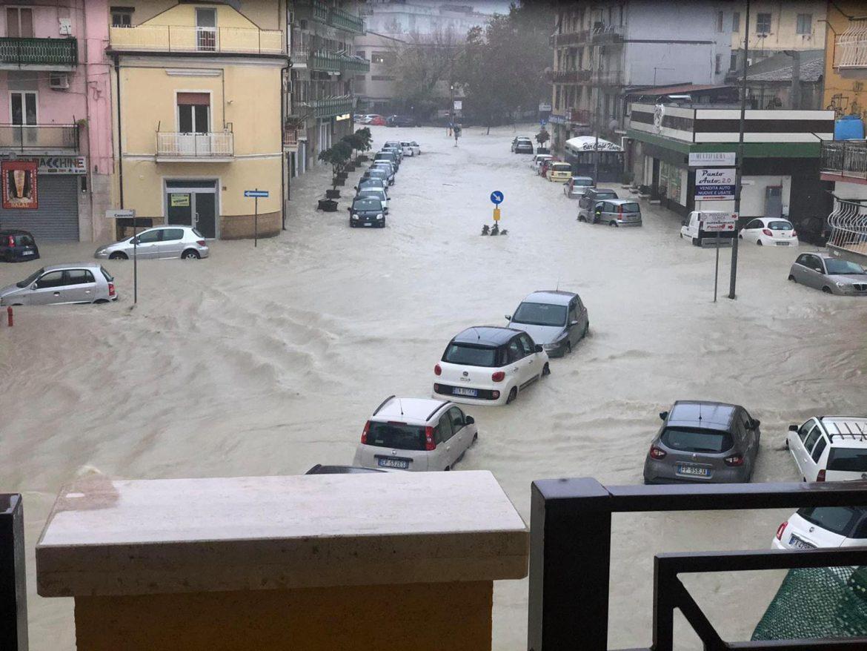 Il MALTEMPO si abbatte sulla Calabria: ALLUVIONE a CROTONE [FOTO]